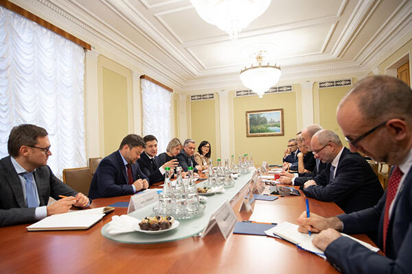 President Zelensky and representatives of G7 countries