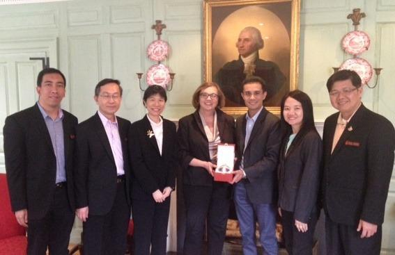 Jackie O'Neill accepts a gift from KKU Vice President Dr. Denpong Soodphakdee and his colleagues at Wadsworth House