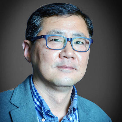 A headshot of Professor Hongkun Park