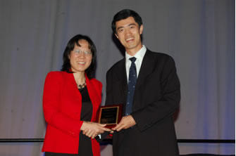 Xihong Lin presents award to Samuel Kou