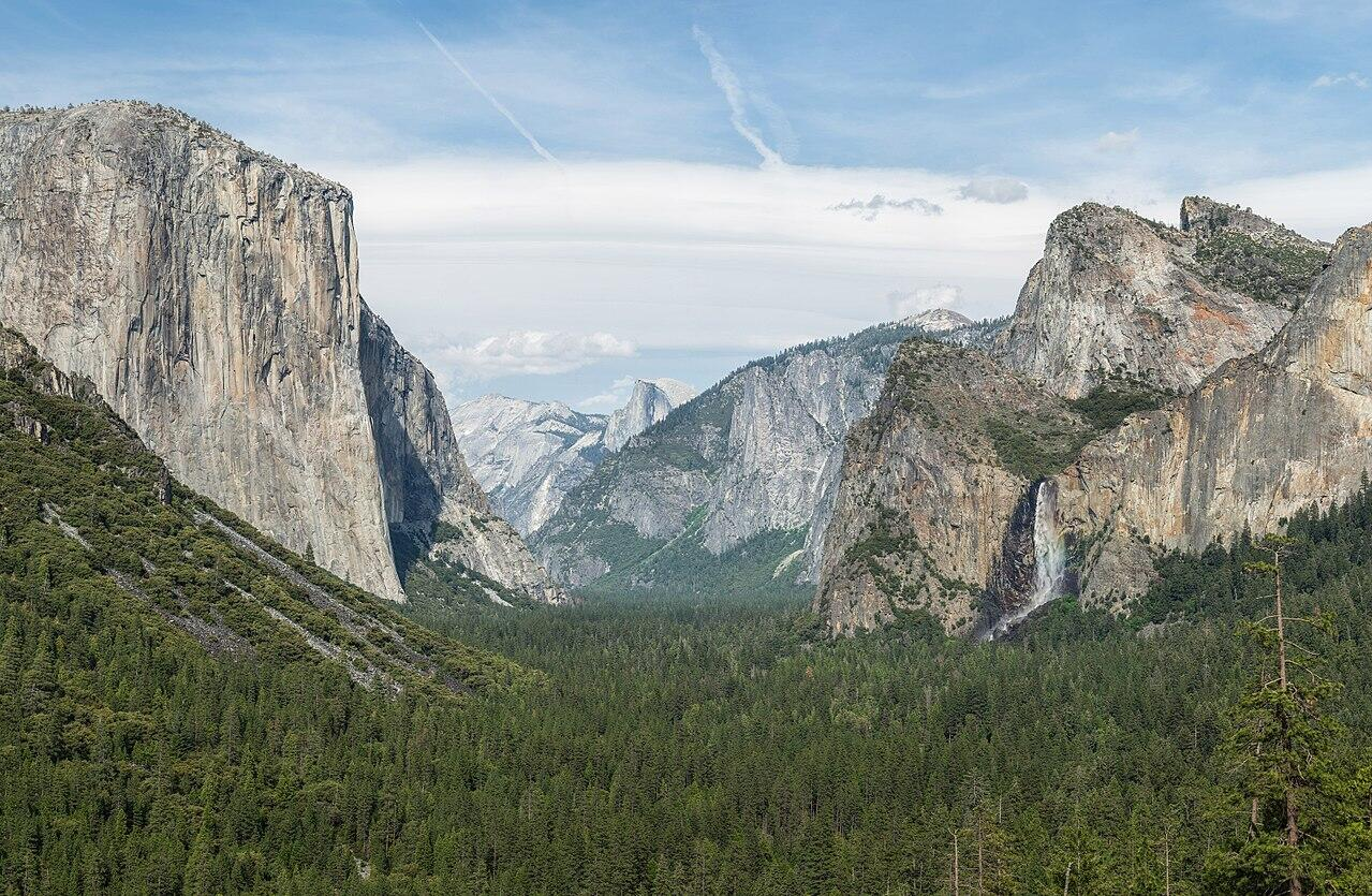 The view of Yosemite Valley from Tunnel View in Yosemite National Park, California, United States