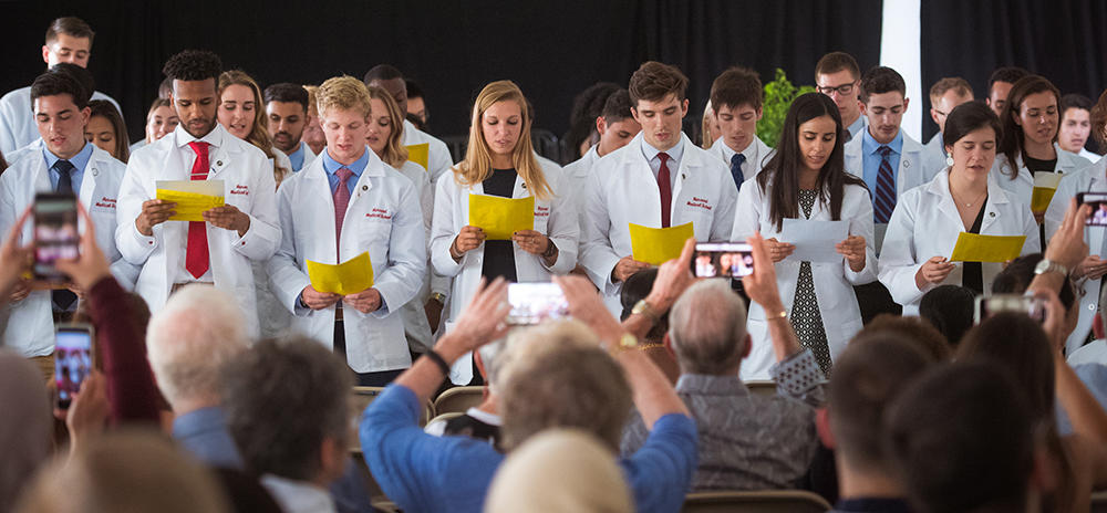 HMS first year medical students reciting their oath during their White Coat Ceremony. Image: Gretchen Ertl