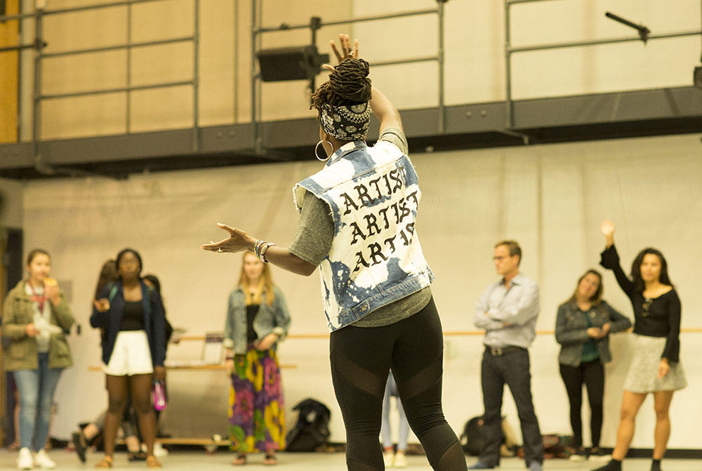 Aysha Upchurch leading a cypher at Harvard Dance Center. Photo credit: Ilya Vidrin.
