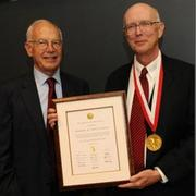 Whitesides receives inaugural Dreyfus Prize in the Chemical Sciences