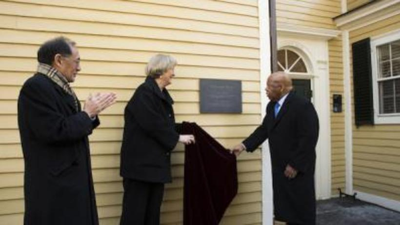 President Faust with Congressman John Lewis unveiling a plaque at Wadsworth House honoring slaves who lived there in the 18th century