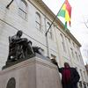 The President of Ghana at the John Harvard statue with his country's flag flying overhead